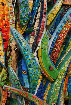 We had the privilege to interview a great and awesome artist, Mr. Giulio Menossi, a pioneer in the Dynamic Mosaics Movement. Hope you enjoy this 4 min read. Gaudi Mosaic, Mosaic Diy, Mosaic Garden, Mosaic Crafts, Mosaic Wall, Mosaic Tiles, Mosaic Mirrors, Tiling, Glass Wall Art