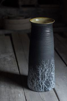 vaso, búcaro, en negro mate estampado...diseño y fotografía de Vicent Gimeno para sagenceramics en 2017 mas en...https://flic.kr/p/Uj3c2V | lr-DSCF4730