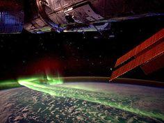 Enorme aurora austral fotografada da ISS no último domingo, 10 de março
