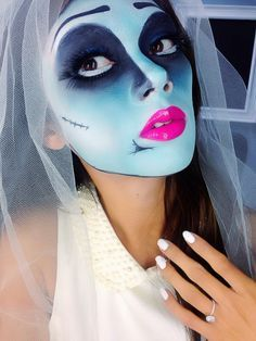This inside out face parts idea has to be the best ever. Looks Halloween, Halloween Costumes Women Scary, Halloween Makeup Clown, Clown Makeup, Skull Makeup, Halloween Make Up, Costume Makeup, Witch Makeup, Halloween Tutorial