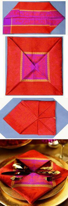 pliage de serviette coloréе en différentes formes, pliage de serviette original