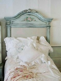 Pretty Bedroom Decor Ideas With Shabby Chic Style Shabby Chic Bedrooms, Shabby Chic Cottage, Vintage Shabby Chic, Shabby Chic Homes, Shabby Chic Style, Shabby Chic Furniture, Shabby Chic Decor, Cottage Style, Farm Cottage