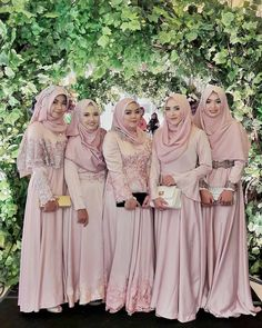 Beautiful @shabrinaawanis & her friends ♥ At the wedding of @msmegakarunia ♥ Congratulations! . . . #pinkwedding #bridesmaids #hijabbridesmaids #hijabis #hijabibridesmaids #weddingku #bridestory #pernikahan #walimah #dugun #gelin