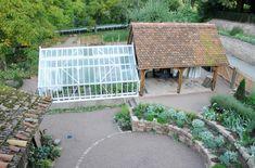 Der westliche Garten mit dem Alitex Gewächshaus| Herrenmühle Bleichheim