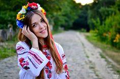 🤗😍 Одягну я зранку Білу вишиванку, Заплету у косу Я Червоний мак, Вмиюся росою З зілля на світанку І піду міжду люди так. Хай Усі навколо День новий стрічають, Хай співають гучно Радісних пісень, Бо сьогодні свято (Українці знають!), Й весело святкують Вишиванки День !!!   #вишиванка #деньвишиванки #плацентформула #placenformula #ланьер #lanier