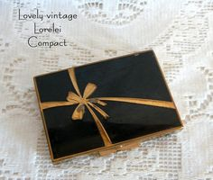 Vintage Lorelei Powder Compact Mirror Gold Tone by EvelynnsAlcove