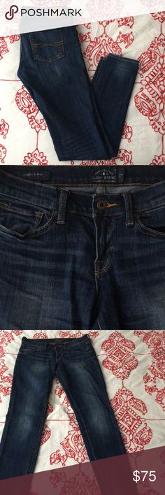 "Lucky Brand Charlie Skinny Jeans Excellent condition!! Regular inseam (30""). Lucky Brand Jeans Skinny"