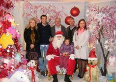 Pai Natal chega e delicia crianças e adultos
