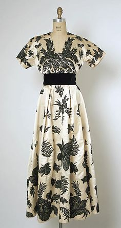 Evening ensemble, Design House: House of Balenciaga (French, founded 1937) Designer: Cristobal Balenciaga (Spanish, Guetaria, San Sebastian 1895–1972 Javea) Date: late 1940s Culture: French Medium: silk