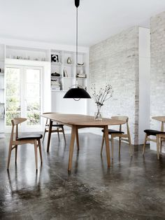 The CH33 chair, designed by Hans Wegner, is once again being produced by Carl Hansen & Son.