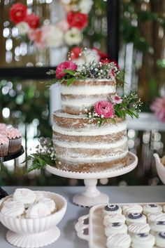 A beautiful naked cake for a beautiful party!