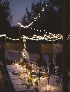 String lights outdoor party - - ideas for a.'s party! Outdoor Parties, Outdoor Entertaining, Magic Places, Bush Wedding, Al Fresco Dining, Party Lights, Deco Table, Outdoor Lighting, Lighting Ideas