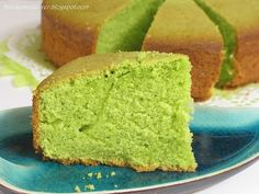 I like pandan (screwpine) butter cake, but I don't like to add store bought pandan paste as they are too fragrant and artificial. Until ...