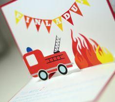 Mein Herzenszwerg bekommt dieses Jahr eine Feuerwehr-Party. Die Idee war geboren, als ich zu Karneval super günstige Feuerwehrhelme gefunden habe. Und als hätte mein Mami Instinkt es geahnt…d…