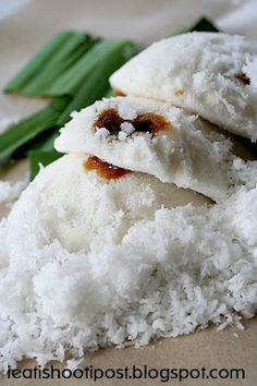 Warm and Fluffy Putu Piring (steamed rice cake with a centre of melted palm sugar)