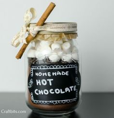 Make this hot chocolate and marshmallow mix to put in a jar and give as a Christmas gift. Perfect for the cold winter days! Hot Chocolate In A Jar, Hot Chocolate Gifts, Chocolate Powder, Homemade Hot Chocolate, Chocolate Marshmallows, Christmas Chocolate, Chocolate Recipes, Diy Gifts In A Jar, Homemade Food Gifts