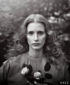 Jessica Chastain in a photo inspired by the work of Julia Margaret Cameron. Band of Outsiders gray smocked dress. Photographed by Annie Leibovitz, Vogue, December Jessica Chastain, Annie Leibovitz Portraits, Annie Leibovitz Photography, Foto Portrait, Female Portrait, Band Of Outsiders, Black And White Portraits, Black And White Photography, Vogue Photo