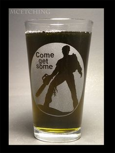 Army of Darkness/Bruce Campbell pint glass Scary Movies, Horror Movies, Evil Dead Trilogy, Bruce Campbell Evil Dead, Ash Evil Dead, King Baby, Nerdy, Creepy, Sci Fi