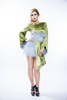 Modern green kimono, with peacock feathers and natural silk, created by SinebySeila Designer Shop. www.sinebyseila.com