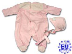 Das perfekte #Geschenk zur #Geburt, zur #Taufe oder zum #Fest! Der rosa #Strampler mit feinster echter #Spitze in Creme ist ein toller Hingucker. Die süße #Babymütze mit edler #Rose aus #Spitze sorgt für das gewisse Etwas.