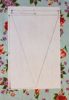 Bunting banner tutorial- I need to start making a ton of these for my wedding! Bunting Template, Bunting Tutorial, Bunting Pattern, Make Bunting, Bunting Flags, Pennant Banners, Diy Bunting Garland, Buntings, Fabric Crafts