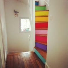 Escalier pour y monter:   J'adooore!! (vu sur Pinterest)    escalier contre-marches arc en ciel vu sur Pinterest    Séparation :   Meub...