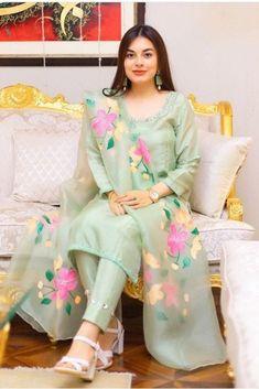 Beautiful Pakistani Dresses, Pakistani Dresses Casual, Pakistani Dress Design, Beautiful Dresses, Fancy Dress Design, Stylish Dress Designs, Designs For Dresses, Dress Indian Style, Indian Fashion Dresses