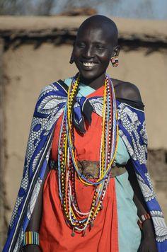 De Masai dragen over hun naakte lichaam als kleding slechts één tot twee doeken (shuka), die ze over hun schouders knopen. Over hun schouders dragen ze een grote doek die ze een kanga noemen en die hen overdag beschermt tegen de zon en 's ochtends en 's avonds tegen de kou.