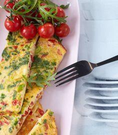 Tomaten-Omelette Vegetable Snacks, Veggie Recipes, Indian Food Recipes, Cooking Recipes, Veggie Food, Brunch Recipes, Breakfast Recipes, Eat Smart, Low Carb Breakfast