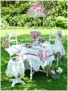 Garden tea party.  What a fun thing to do for your little girls.  They'd love it!