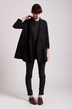 Black outfit, brown loafers/ shoes #minimalist #fashion