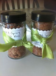 Homemade Grill Rubs- great gift for dads (xmas food dads) Homemade Fathers Day Gifts, Fathers Day Crafts, Daddy Gifts, Homemade Christmas Gifts, Homemade Gifts, Christmas Ideas, Great Gifts For Dad, Gifts For Him, Jar Gifts