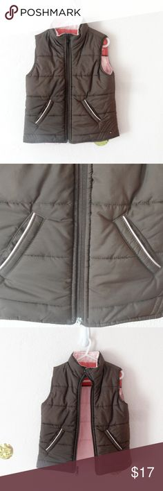 *~*Tommy Hilfiger Gently Used Vest Girls Size 5*~* This an adorable, very gently used, reversible puffer vest! The outside is brown with light pink accents and when you reverse it, it is light pink with medium pink and brown accents.  Has pockets on both sides so your kiddo will have a place to store their little treasures no matter which way the choose to wear it! Tommy Hilfiger Jackets & Coats Vests
