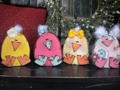 The Sew*er, The Caker, The CopyCat Maker: Spring Chick--tutorial Easter Holidays, Easter Décor, Easter Ideas, Hoppy Easter, Easter Party, Wooden Cutouts, Front Steps, Easter Projects, Easter Crafts