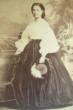 The Barrington House Educational Center, L. Historical Clothing, Historical Photos, Antique Photos, Vintage Photos, Civil War Fashion, Civil War Dress, Period Outfit, Edwardian Era, Victorian Era