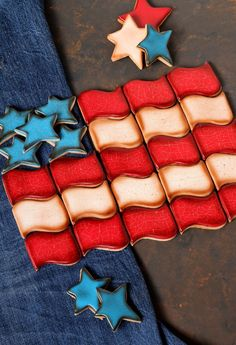 How to Distress Sugar Cookies for an Aged Look via www.thebearfootbaker.com