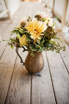 floral arrangement in rustic vintage vase // Tom  Rebecca | Paso Robles | Two B Events | Corey Nickols Photography | FleuriDeDi
