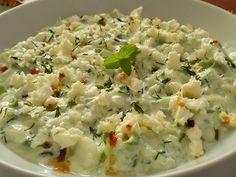 Omytou okurku nastrouháme i se slupkou na hrubším struhadle. Lehce posolíme a necháme chvíli stát. Potom vodu slijeme a přidáme česnek,... Aesthetic Food, Vegetable Recipes, Risotto, Potato Salad, Grains, Rice, Potatoes, Vegetables, Ethnic Recipes