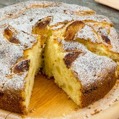 Cel mai delicios chec cu mere pe care l-am mâncat vreodată – chec pufos . Banana Pie, Banana Bread, Dessert Drinks, Dessert Recipes, Serbian Recipes, Cheesecake Cake, Romanian Food, Cake Videos, How To Make Bread