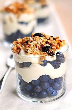 breakfast of champions - lemon Greek yogurt with berries and granola. Switch it up with plain Greek yogurt, granola, and different fruit! Quick Healthy Breakfast, Healthy Snacks, Breakfast Recipes, Breakfast Ideas, Healthy Nutrition, Delicious Desserts, Yummy Food, Trifle Desserts, Little Lunch