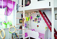 En hems på børneværelset frigiver plads på gulvet, som måske kan bruges til en ekstra seng.