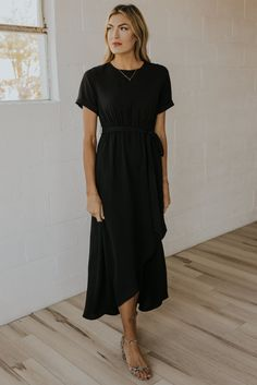 Modest Maxi Dress, Mom Dress, Maxi Wrap Dress, Maxi Dresses, Modest Outfits, Modest Black Dress, Black Work Dresses, Beautiful Bridesmaid Dresses, Modest Bridesmaid Dresses