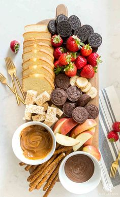 Easy Fondue Dessert Board (Plus, Other Killer Party Platter .-Easy Fondue Dessert Board (Plus, Other Killer Party Platter Ideas) Chocolate and Caramel Fondue Dippers and Tips to Create and Easy Gorgeous, Dessert Board - Dessert Party, Snacks Für Party, Party Appetizers, Party Desserts, Party Sweets, Party Drinks, Game Night Snacks, Party Food Bars, Best Party Food