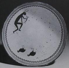 New Mexico. Mimbres, Mogollon Culture. Hunter tracking turkeys Ceramic Birds, Ceramic Decor, Ceramic Art, Southwest Pottery, Southwest Art, Native American Design, Native American Pottery, Pueblo Pottery, Hand Built Pottery