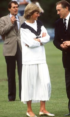 Lady Diana Spencer And Sarah Ferguson Talking Together At Cowdray Park Polo Club In Gloucestershire Get premium, high resolution news photos at Getty Images Lady Diana Spencer, Windsor, Princess Diana Fashion, Best Casual Outfits, Polo Match, Sarah Ferguson, Diane, Pippa Middleton, Glamour