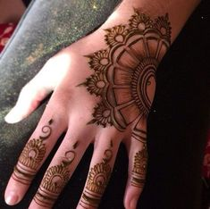 Latest new easy and simple Arabic Mehndi Designs for full hands for beginners, for legs and bridals. Stunning Arabic Mehndi Designs Images for inspiration. Finger Henna Designs, Simple Arabic Mehndi Designs, Mehndi Designs For Girls, Mehndi Designs For Beginners, Modern Mehndi Designs, Mehndi Design Pictures, Wedding Mehndi Designs, Mehndi Designs For Fingers, Beautiful Henna Designs