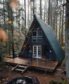 Hüttenzauber cabin Fever Laminated Flooring Installation Tips Laminate floors are placed over the su A Frame House Plans, A Frame Cabin, Tiny House Cabin, Cabin Homes, Cabins In The Woods, House In The Woods, Modern Wooden House, Wooden House Design, Small Wooden House