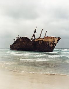 Abandoned ship. i wander if jack sparrow is hiding in it somewhere...?? :)