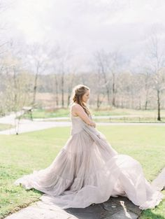 Romantic styled engagement at the Retreat at Cool Spring via Magnolia Rouge  www.mallorydawn.com