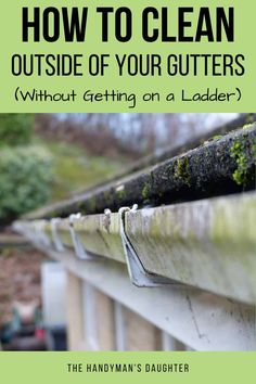 Learn how to clean the outside of your gutters without getting on a ladder! These handy tips will get your gutters clean in minutes without a lot of effort! Diy Home Cleaning, Diy Cleaning Products, Cleaning Solutions, Cleaning Hacks, Gutter Cleaning, Green Cleaning, Spring Cleaning, House Gutters, Diy Gutters
